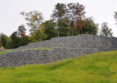 05-After-A-Custom-Variation-for-Mansfield-Summit-Gray-completes-the-wall-to-match-surrounding-blasted-natural-rock