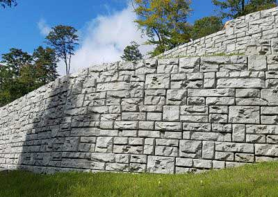 06-Before-Redi-Rock-in-plain-concrete-awaits-coloring-with-Mansfield-Summit-Gray
